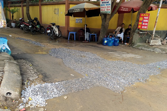 Người dân Thủ đô bức xúc vì đường phố đang đẹp bỗng dưng bị đào xới nhếch nhác dịp cận Tết - Ảnh 11.