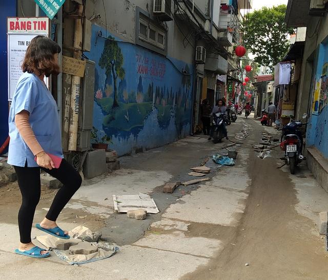 Người dân Thủ đô bức xúc vì đường phố đang đẹp bỗng dưng bị đào xới nhếch nhác dịp cận Tết - Ảnh 14.