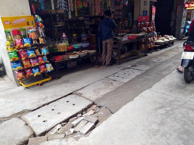 Người dân Thủ đô bức xúc vì đường phố đang đẹp bỗng dưng bị đào xới nhếch nhác dịp cận Tết - Ảnh 16.