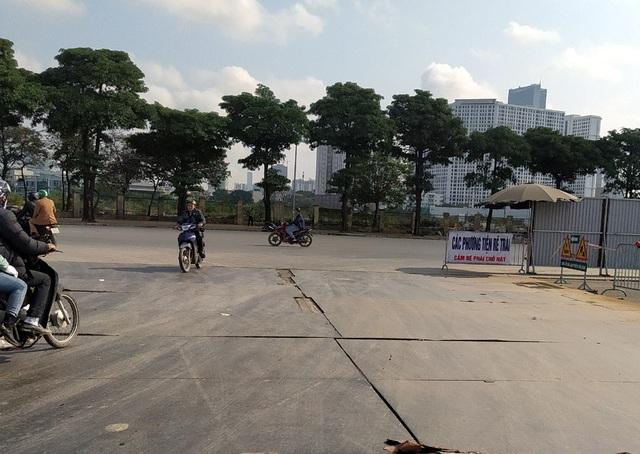 Người dân Thủ đô bức xúc vì đường phố đang đẹp bỗng dưng bị đào xới nhếch nhác dịp cận Tết - Ảnh 6.