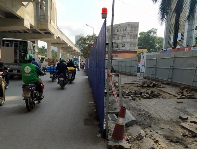 Người dân Thủ đô bức xúc vì đường phố đang đẹp bỗng dưng bị đào xới nhếch nhác dịp cận Tết - Ảnh 8.