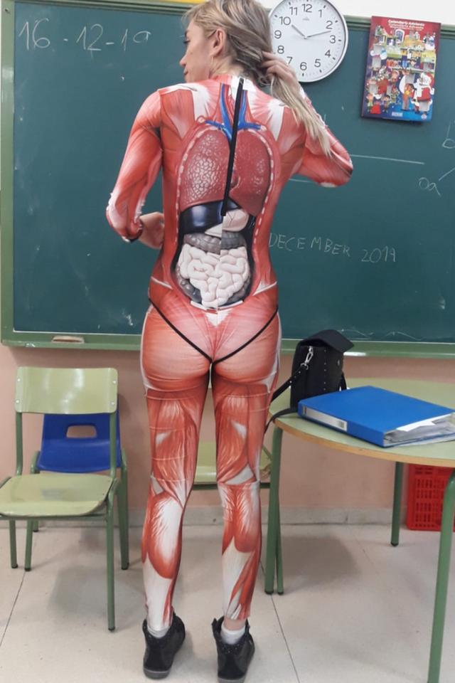 Cô giáo được khen khi diện đồ bó sát dạy về giải phẫu trên lớp - Ảnh 2.