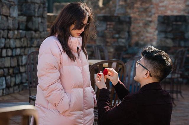 Bạn trai kém 10 tuổi cầu hôn Thu Hoài ở Mỹ - Ảnh 1.