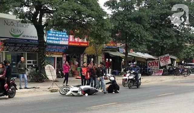 Hà Nội: Truy đuổi chiếc xe hung thần đổ dầu mỡ ra đường khiến hàng loạt phụ nữ trượt ngã kinh hoàng  - Ảnh 1.