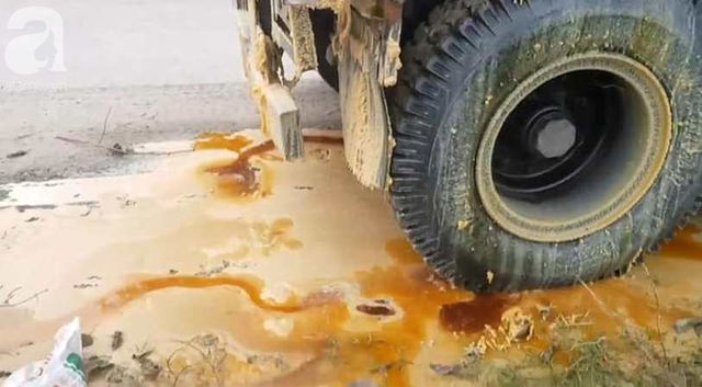 Hà Nội: Truy đuổi chiếc xe hung thần đổ dầu mỡ ra đường khiến hàng loạt phụ nữ trượt ngã kinh hoàng  - Ảnh 5.
