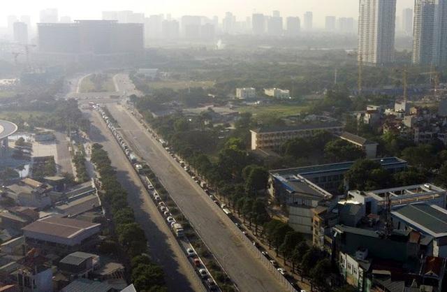 Video: Ô tô nối đuôi nhau nhích từng mét qua công trường thi công đường đua F1 tại Hà Nội - Ảnh 7.