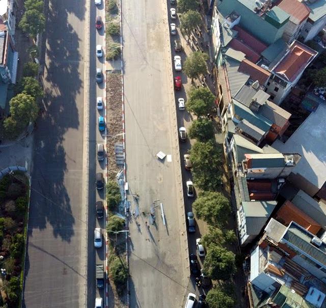 Video: Ô tô nối đuôi nhau nhích từng mét qua công trường thi công đường đua F1 tại Hà Nội - Ảnh 10.