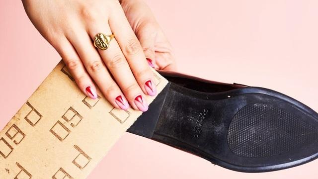 9 mẹo hay ho giúp giữ đôi giày của bạn lúc nào trông cũng sạch và bền như mới mua - Ảnh 8.