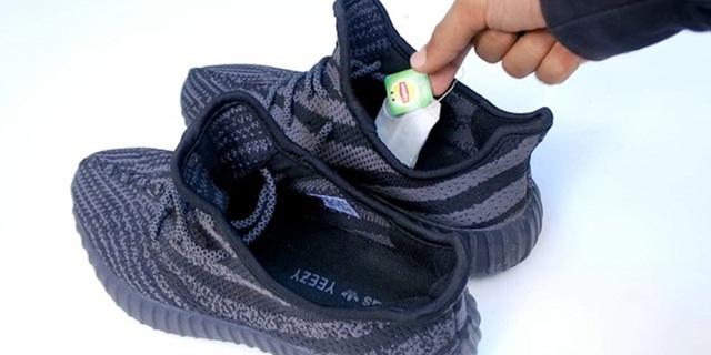 9 mẹo hay ho giúp giữ đôi giày của bạn lúc nào trông cũng sạch và bền như mới mua - Ảnh 9.