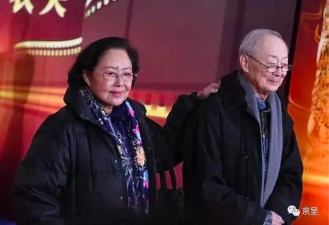 Võ Tắc Thiên 3 đời chồng: Não chấn thương khi quay phim, tuổi già bệnh tật phải ngồi xe lăn - Ảnh 9.