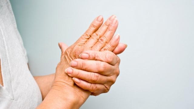 Đang ngủ say bỗng bật dậy vì đau nhức ngón tay dữ dội - Ảnh 4.