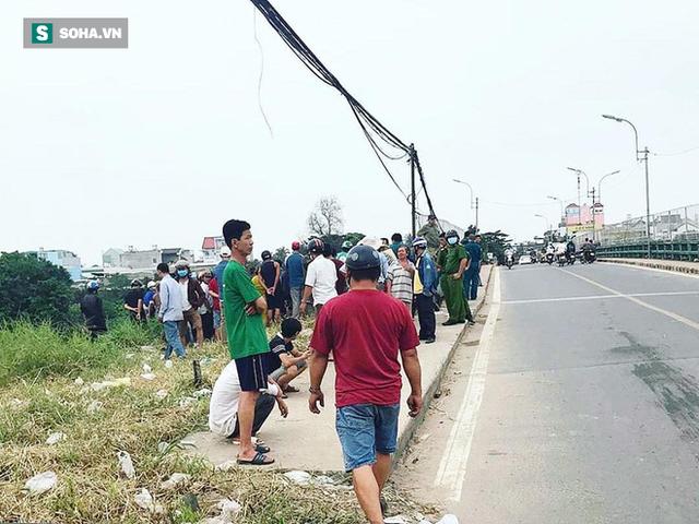 Đang đi trên cầu ở Sài Gòn, người dân tá hỏa phát hiện xác người trôi sông - Ảnh 2.
