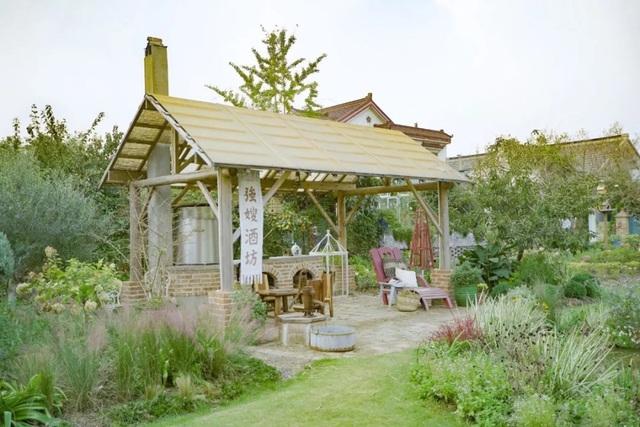Cặp vợ chồng trẻ dành 5 năm để biến khu đất hoang rộng 6000m² thành khu vườn thiên đường của cỏ cây, hoa lá - Ảnh 13.