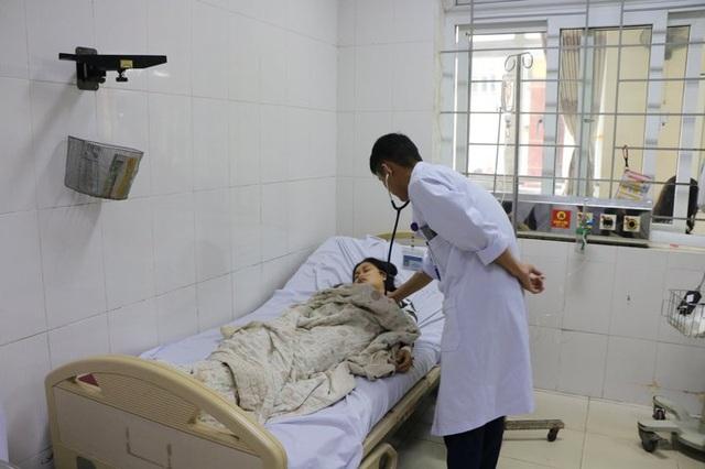 Hai bà cháu ở Hà Tĩnh bị ngộ độc khí CO vì đốt lò than trong phòng kín - Ảnh 1.