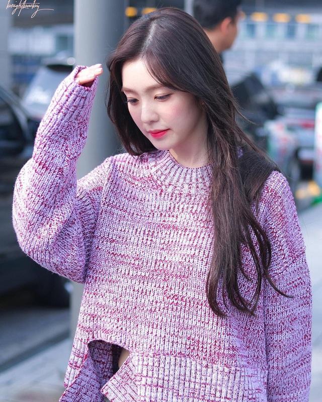 11 ý tưởng diện áo len từ Irene (Red Velvet): Toàn đơn giản mà sao vẫn thanh lịch và thời thượng đến thế! - Ảnh 2.