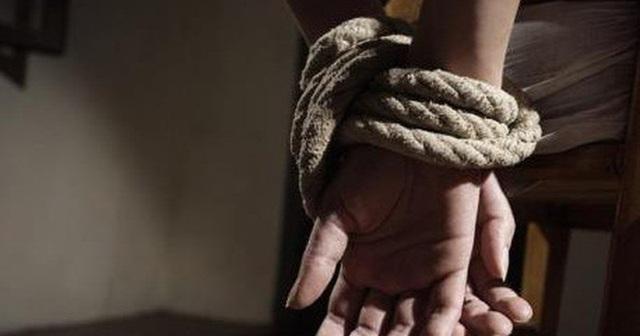 Đòi nợ thuê bằng cách bắt người đưa sang Campuchia - Ảnh 1.