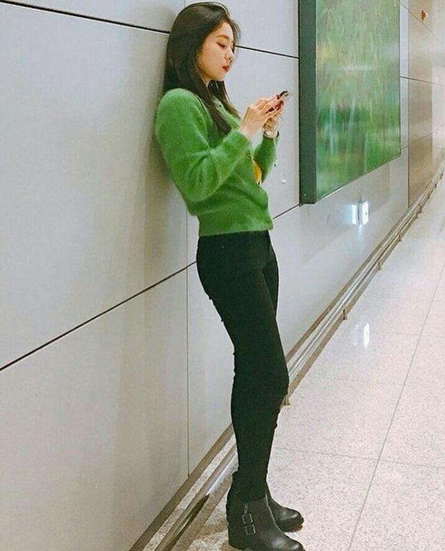 11 ý tưởng diện áo len từ Irene (Red Velvet): Toàn đơn giản mà sao vẫn thanh lịch và thời thượng đến thế! - Ảnh 13.