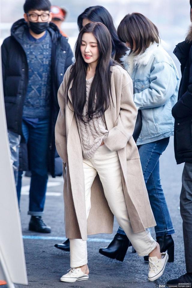 11 ý tưởng diện áo len từ Irene (Red Velvet): Toàn đơn giản mà sao vẫn thanh lịch và thời thượng đến thế! - Ảnh 8.