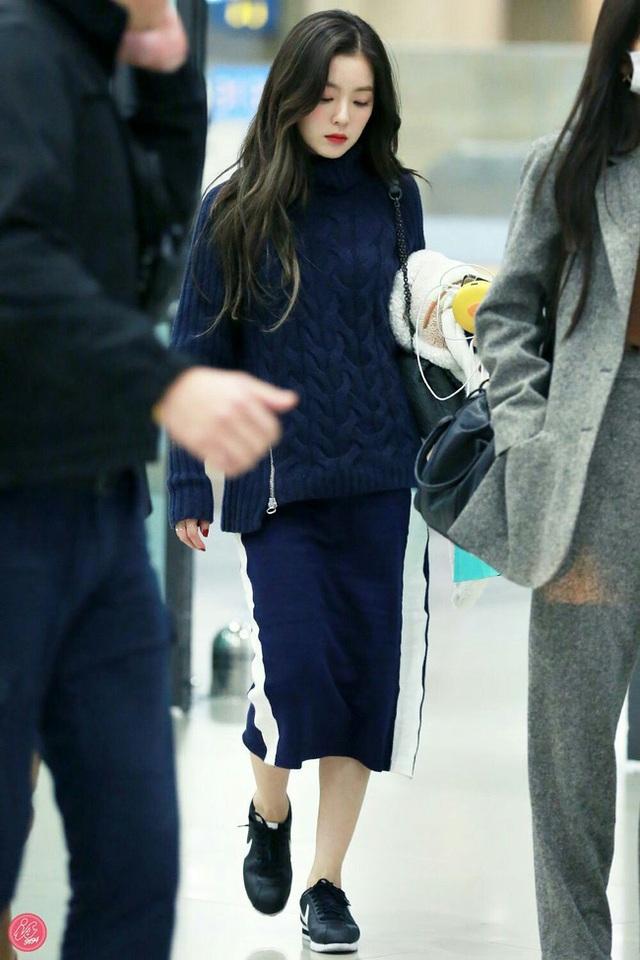 11 ý tưởng diện áo len từ Irene (Red Velvet): Toàn đơn giản mà sao vẫn thanh lịch và thời thượng đến thế! - Ảnh 10.