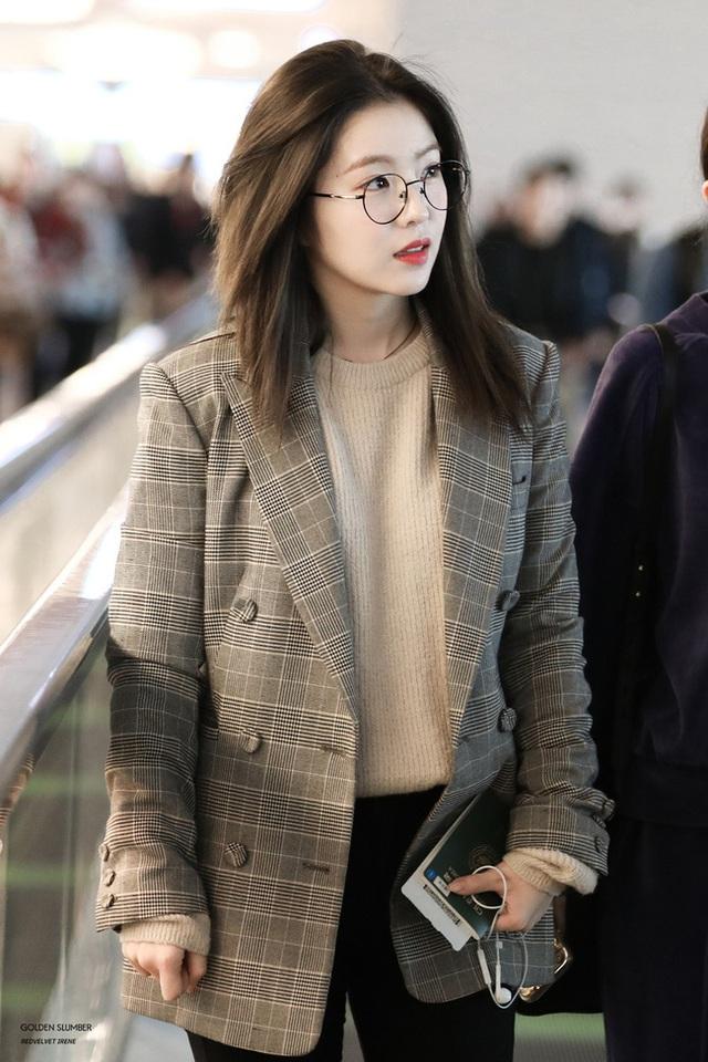 11 ý tưởng diện áo len từ Irene (Red Velvet): Toàn đơn giản mà sao vẫn thanh lịch và thời thượng đến thế! - Ảnh 11.