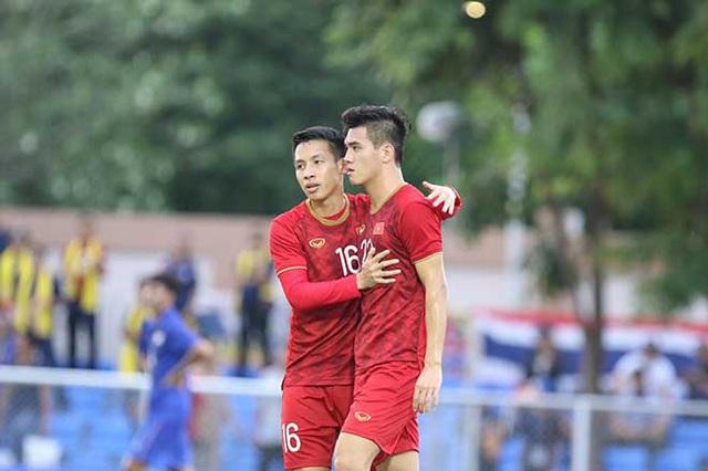 Bố cầu thủ Tiến Linh: Tôi thót tim, lo lắng khi thấy con trai đá penalty - Ảnh 3.