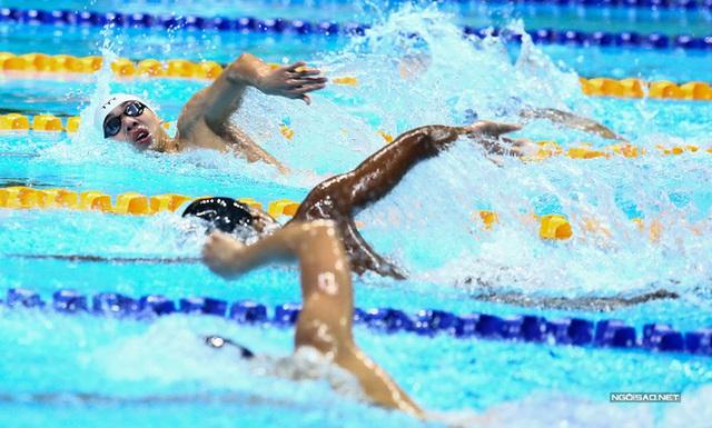 Huy Hoàng khoe cơ bắp sau khi phá kỷ lục SEA Games - Ảnh 3.