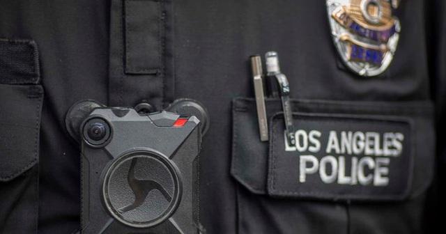 Cảnh sát Mỹ bị điều tra vì hành vi ghê rợn với thi thể phụ nữ - Ảnh 1.