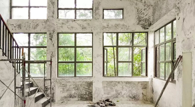 Cặp vợ chồng trẻ biến ngôi nhà đổ nát thành không gian sống hoa nở bốn mùa - Ảnh 3.