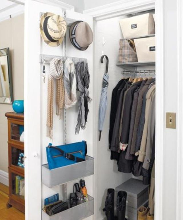 9 ý tưởng tổ chức tủ quần áo để giúp bạn không phải đau đầu mỗi khi muốn mua 1 món đồ mới mà lo không có chỗ cất - Ảnh 4.