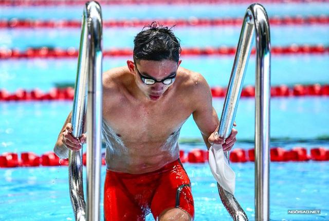 Huy Hoàng khoe cơ bắp sau khi phá kỷ lục SEA Games - Ảnh 6.