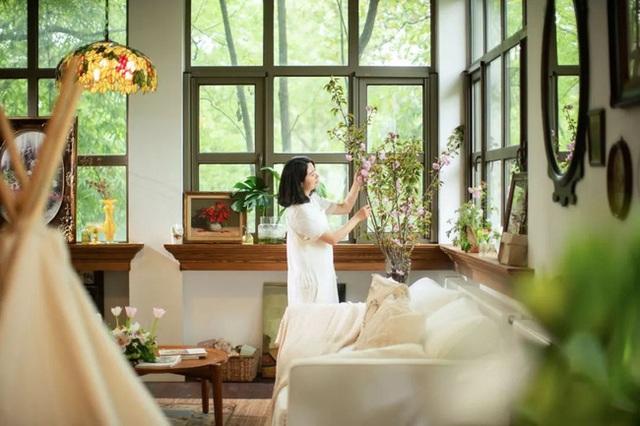 Cặp vợ chồng trẻ biến ngôi nhà đổ nát thành không gian sống hoa nở bốn mùa - Ảnh 6.