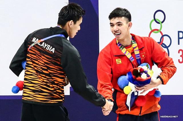 Huy Hoàng khoe cơ bắp sau khi phá kỷ lục SEA Games - Ảnh 10.