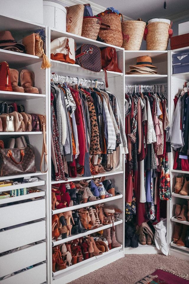 9 ý tưởng tổ chức tủ quần áo để giúp bạn không phải đau đầu mỗi khi muốn mua 1 món đồ mới mà lo không có chỗ cất - Ảnh 9.