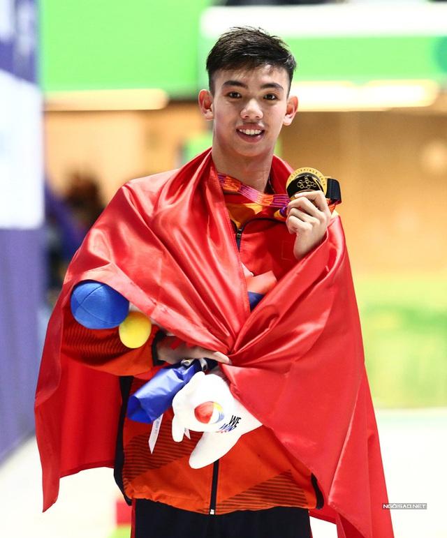 Huy Hoàng khoe cơ bắp sau khi phá kỷ lục SEA Games - Ảnh 11.