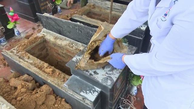 Vụ 13 mộ liệt sĩ ở Bắc Kạn toàn đất đá:Có gia đình tự đào sâu và lấy được xương cốt - Ảnh 2.