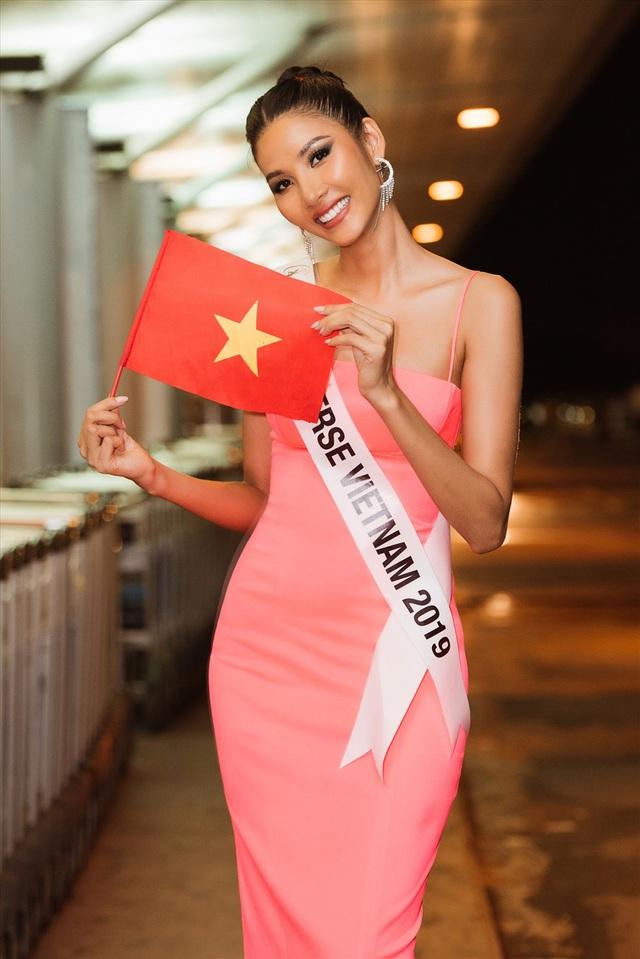 Cơ hội thắng của Lương Thùy Linh và Hoàng Thùy tại đấu trường Miss World - Miss Universe 2019? - Ảnh 2.