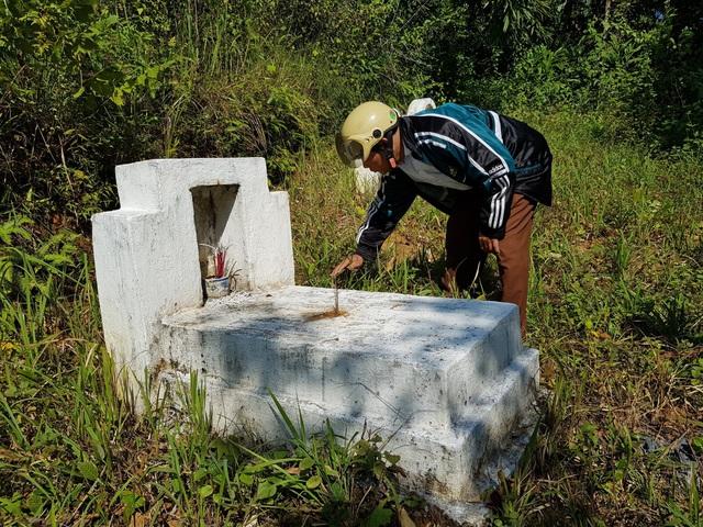 Vụ 13 mộ liệt sĩ ở Bắc Kạn toàn đất đá:Có gia đình tự đào sâu và lấy được xương cốt - Ảnh 3.