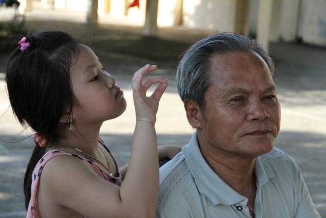 Những cách giảm bớt nỗi cô đơn cho người cao tuổi - Ảnh 1.