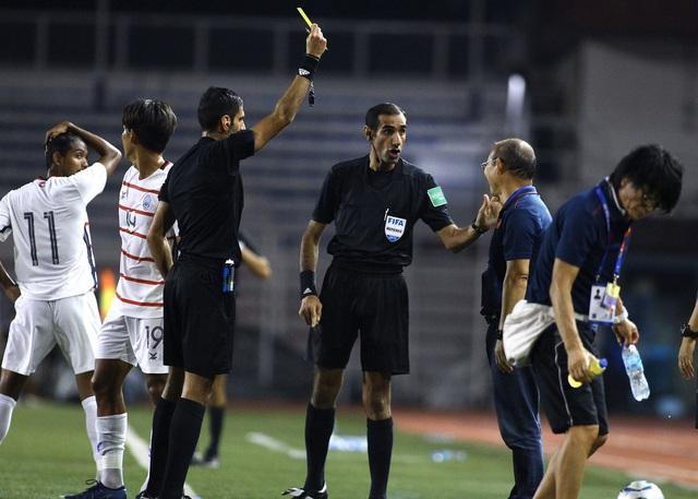Lý do khiến thầy Park bất ngờ nhận thẻ vàng trong trận U22  Việt Nam gặp U22 Campuchia - Ảnh 1.