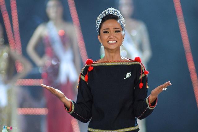 HHen Niê gây xúc động mạnh ở đêm chung kết HHHV, làm điều mà trước nay chưa có Hoa hậu nào làm - Ảnh 5.
