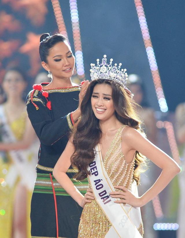 HHen Niê gây xúc động mạnh ở đêm chung kết HHHV, làm điều mà trước nay chưa có Hoa hậu nào làm - Ảnh 9.