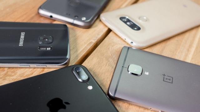 Bạn đang dành quá nhiều thời gian cho chiếc điện thoại thông minh mà quên bẵng gia đình, đây là cách cai nghiện nó - Ảnh 1.