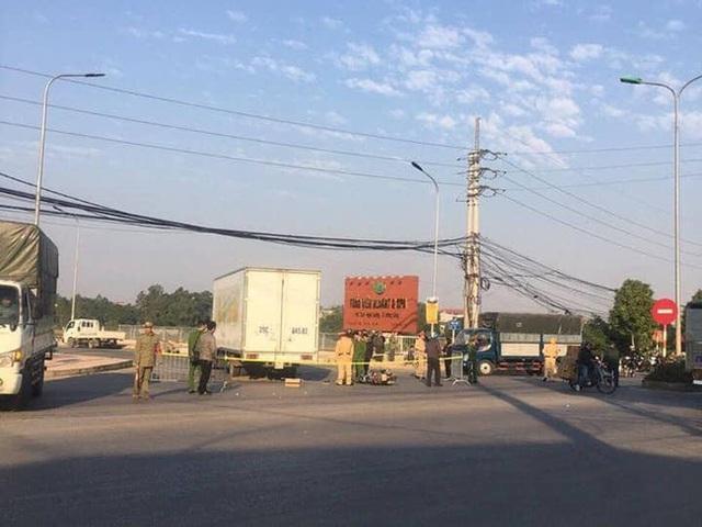 Hà Nội: Va chạm với xe tải, hai mẹ con thương vong - Ảnh 3.