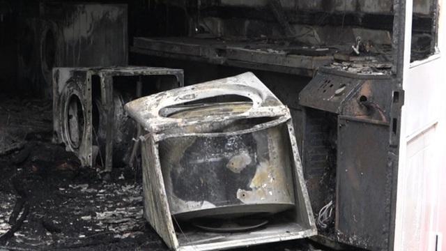 Cháy tiệm giặt ủi, người đàn ông ngoại quốc nhảy từ tầng 2 - Ảnh 3.