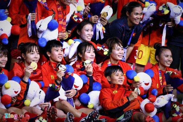Mỗi cầu thủ bóng đá nữ Việt Nam được Chính phủ hỗ trợ 100 triệu - Ảnh 2.