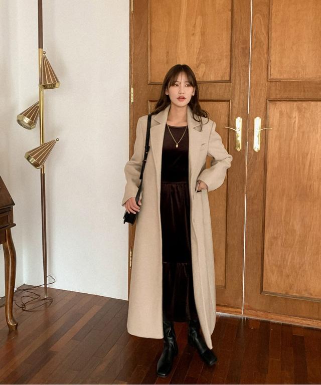 Nghĩ tưởng đơn giản nhưng không phải nàng nào cũng biết 4 mẫu áo khoác kết hợp ăn ý nhất với váy - Ảnh 12.