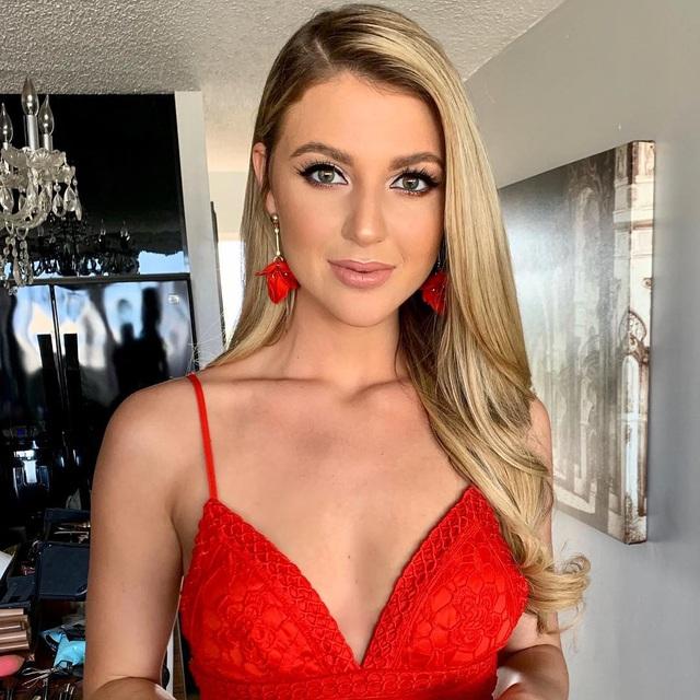 Cận cảnh nhan sắc của Á hậu 1 Hoa hậu Hoàn vũ 2019: Được mệnh danh là búp bê sống nhưng ảnh đời thường mới thật sự là cực phẩm - Ảnh 4.
