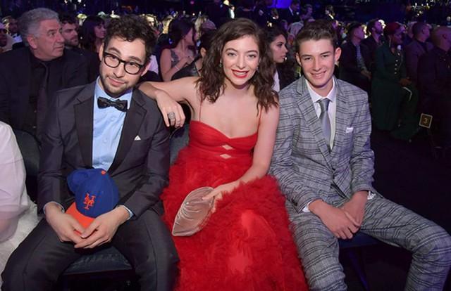 Grammy năm ngoái, khán giả bức xúc thay cho Lorde khi cô là nghệ sĩ nữ duy nhất được đề cử Album của năm nhưng lại không được biểu diễn solo. Ảnh: Getty Images.