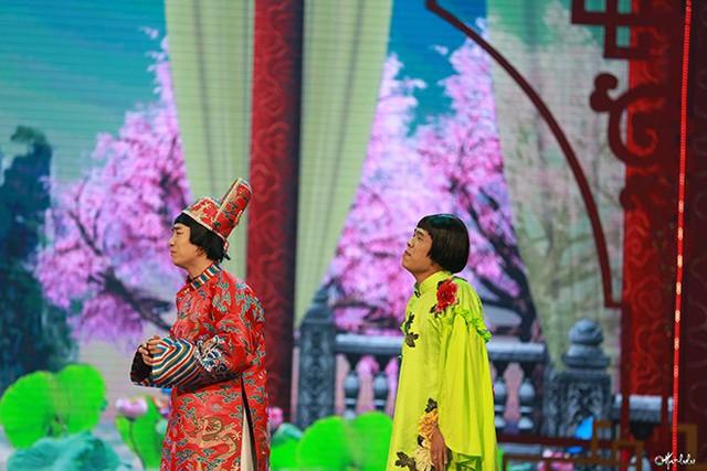 Diễn viên trẻ Trung Ruồi và Duy Nam trong Táo quân 2019
