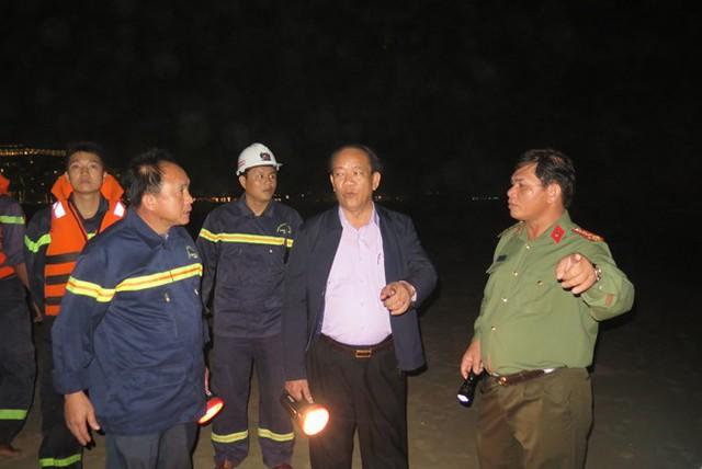 3 ngày qua, tỉnh Quảng Nam huy động lực lượng nỗ lực tìm kiếm thi thể 2 học sinh mất tích trên biển